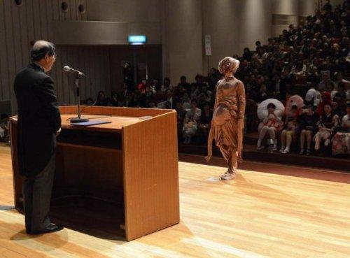 Студенческий бал в японском университете (23 фото)