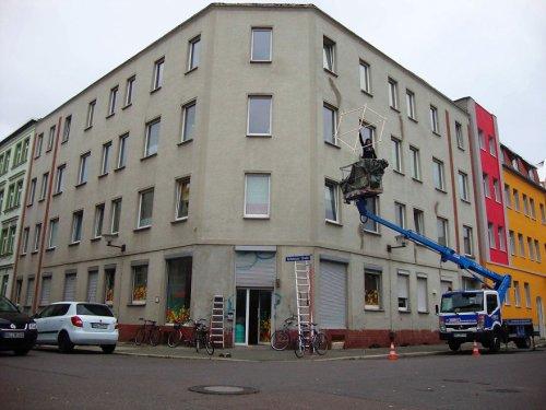 Из обычного серого здания – в яркие медовые соты (13 фото)