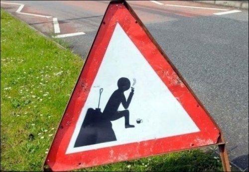 Неожиданные дорожные знаки (22 фото)