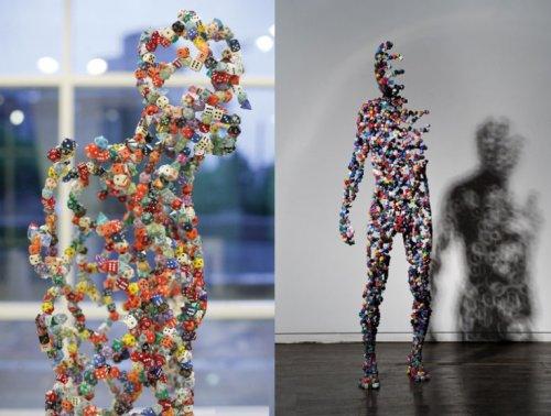 Топ-10: Произведения искусства, созданные из игральных костей
