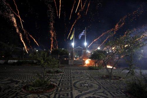 Пасхальная ракетная перестрелка на острове Хиос (14 фото)