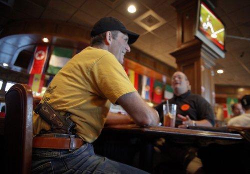 Топ-10: Самые шокирующие места, куда американцам разрешено брать с собой оружие