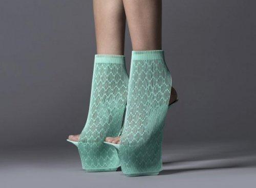 Новоизобретённая обувь от известных дизайнеров (17 фото)