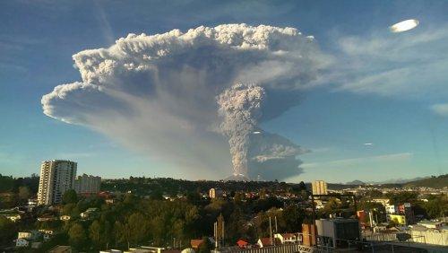 Впечатляющие снимки извержения чилийского вулкана Кальбуко (15 фото)