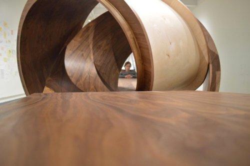 Необычные художественные столы Майкла Бейтца (14 фото)