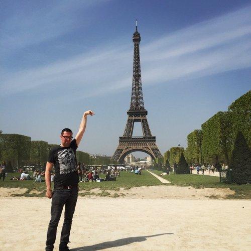 Отфотошопьте мою фотку: приключения Эйфелевой башни (17 фото)