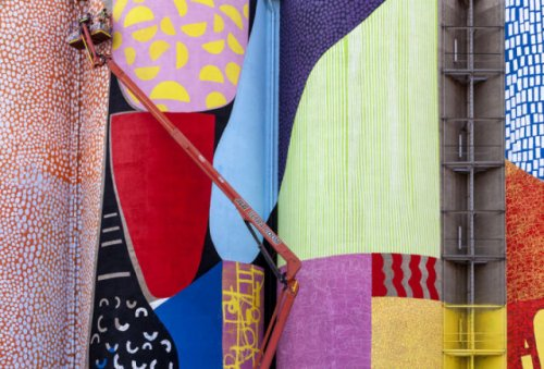 Зернохранилище как разноцветный арт-объект (16 фото)