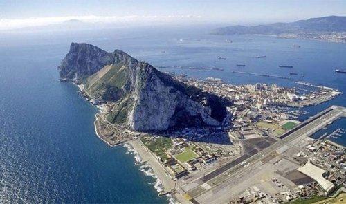 Топ-25: Самые невероятные взлётно-посадочные полосы в мире