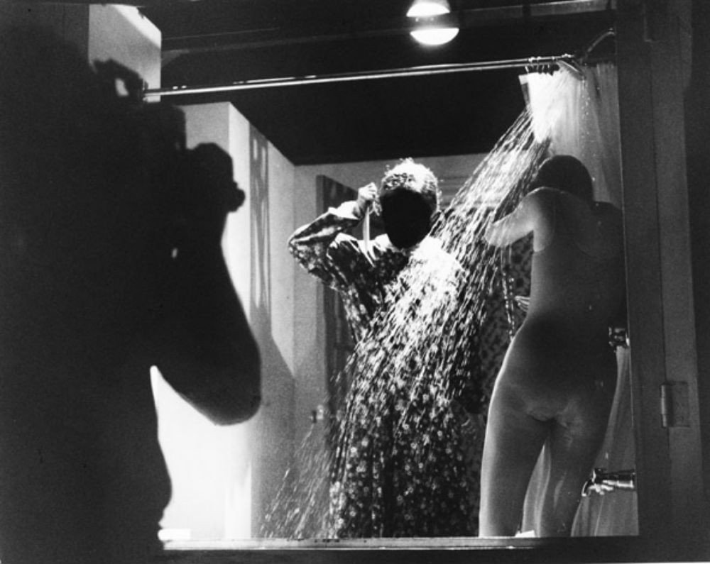 skritaya-kamera-dushevih-tualetah