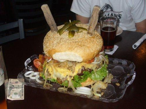 Топ-10: Найбільш шокуючі акції на спір в ресторанах по всьому світу
