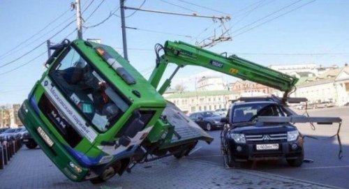 Необычные и впечатляющие аварии и ДТП (23 фото)