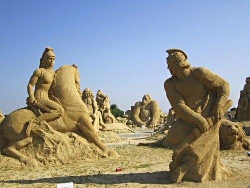 Песочные скульптуры со всего света (19 фото)