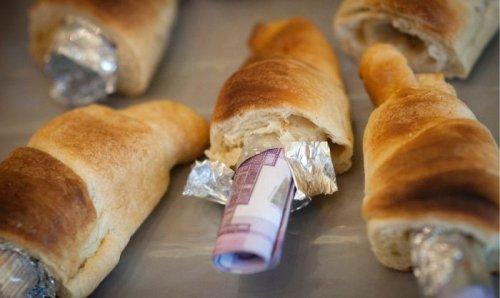 Куда прячут деньги, перевозимые нелегально (9 фото)
