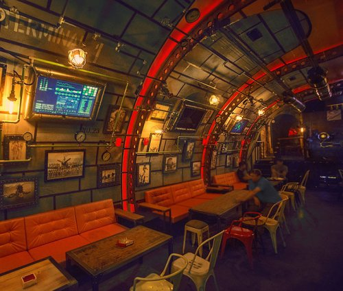 Тематическая пивная в Румынии в виде подводной лодки (17 фото)