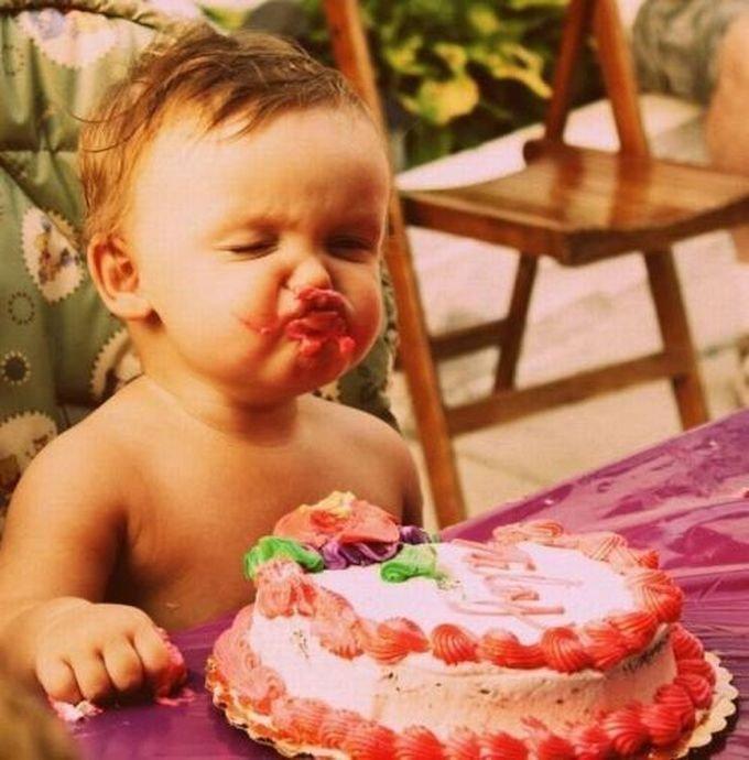 С днем рождения лицом в торт картинки прикольные