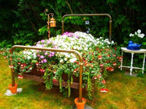 Старая мебель — для декорации сада (23 фото)