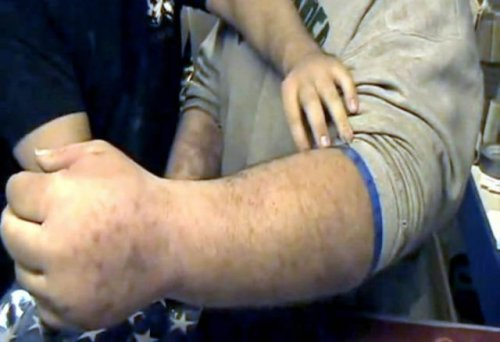 Джефф Дейб – человек с огромными руками (5 фото)