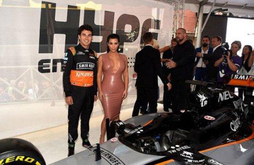 Ким Кардашян в латексном платье телесного цвета (9 фото)