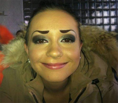 Жертвы макияжа (20 фото)