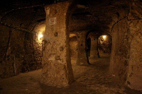 Подземный город Деринкую в Турции (10 фото)