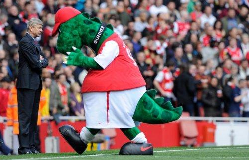 Забавные и устрашающие талисманы футбольных клубов (22 фото)