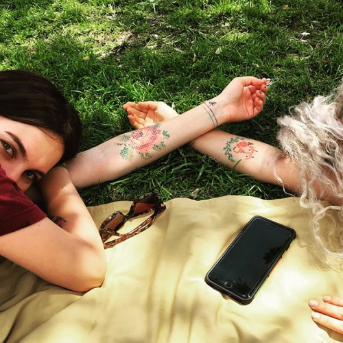 Татуировки в виде вышивки крестиком (12 фото)