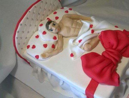 Прикольные торты для взрослых (28 фото)