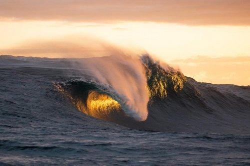 Экстремальный серфинг в фотографиях Рассела Орда (14 фото)