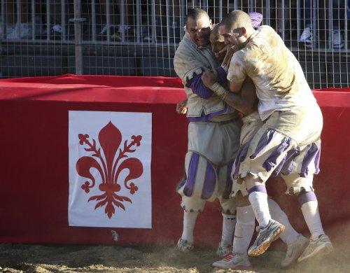 Кальчо – предок современного футбола и регби (10 фото)
