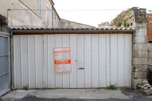 Уютная квартира в центре города из старого гаража (9 фото)