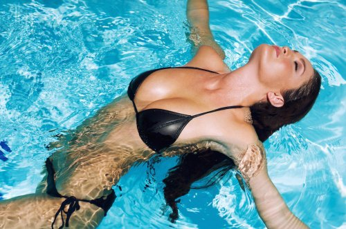 Сексуальная модель Эшлин Корай (25 фото)