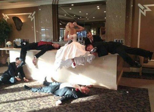 Смешные и необычные свадебные снимки (21 фото)
