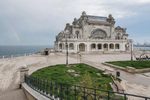 Заброшенное казино в Констанце (20 фото)