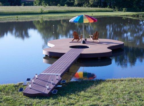 Необычные вещи в форме гитары (10 фото)