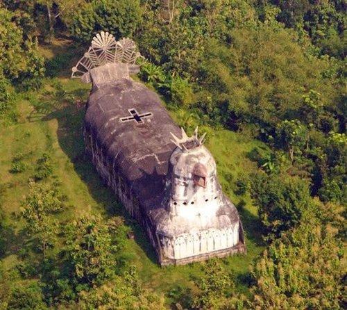 Церковь в виде курицы в Индонезии (15 фото + видео)