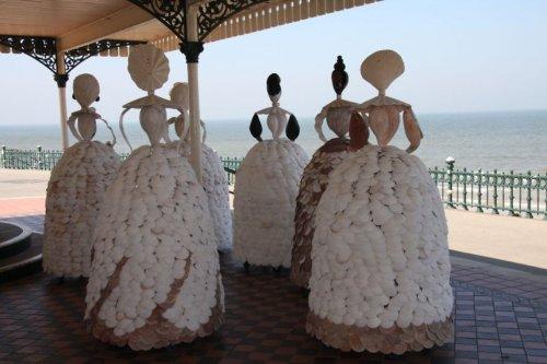 Большие куклы из ракушек художницы Энн Каррингтон (12 фото)