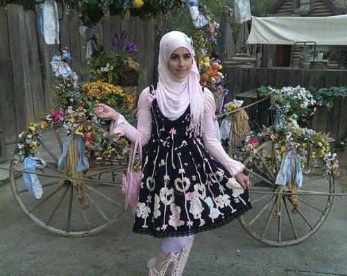 Модный тренд мусульманских лолит, вдохновлённый Японией (13 фото)
