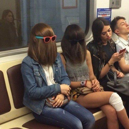 Необычные пассажиры в метро (20 фото)