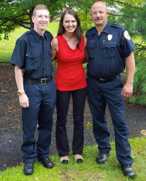 Добро откликнется добром: пожарные, которых официантка угостила обедом, исполнили её мечту (3 фото)