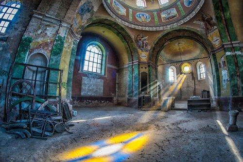 Заброшенные места через объектив Анны Мики (15 фото)