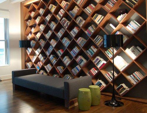 Необычные книжные полки, шкафы и подставки для книг (31 фото)