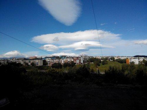 Лентикулярные облака над Авачинской сопкой на Камчатке (7 фото)