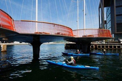 Необычный мост Cirkelbroen в Копенгагене (9 фото)