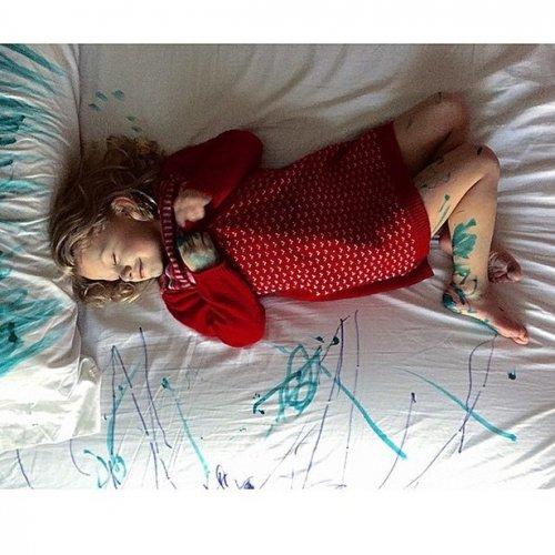 Маленькие детки — маленькие бедки (21 фото)