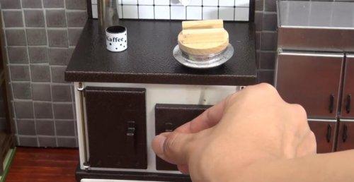 Крошечные роллы, приготовленные на крошечной кухне