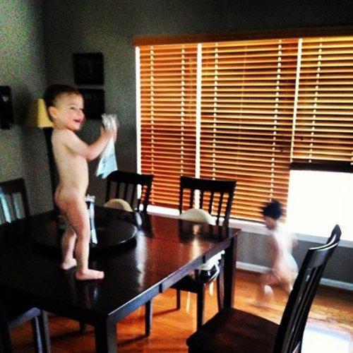 Маленькие детки — маленькие бедки (16 фото)