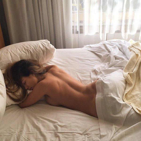 фотографии спящих девушек в постели