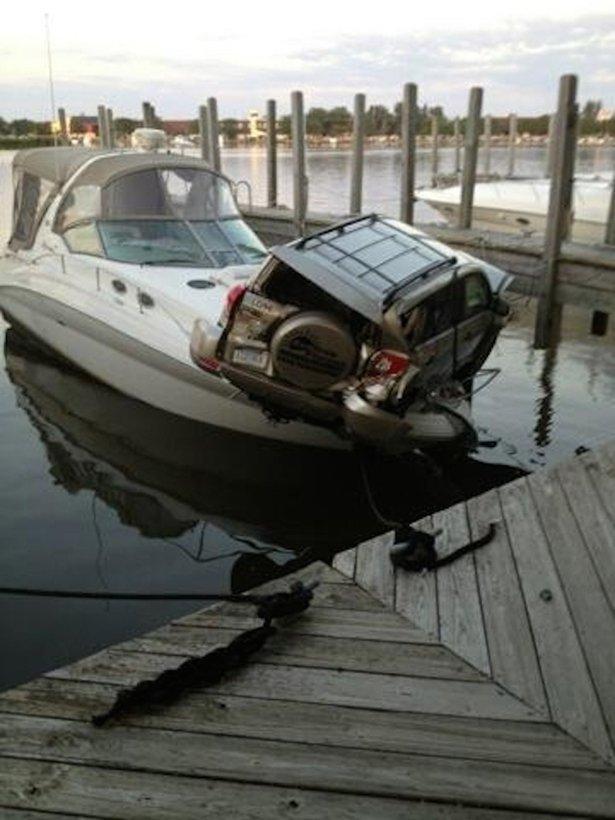 Необычные аварии и впечатляющие ДТП (22 фото): http://www.bugaga.ru/jokes/1146750813-neobychnye-avarii-i-vpechatlyayuschie-dtp-22-foto.html