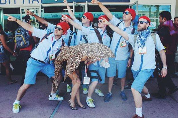 Брюнетки минди фото групповых со знаменитостями пухлые