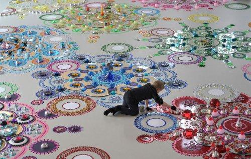 Блестящие  мандалы из тысяч кристаллов, которые создаёт Сьюзан Друммен (14 фото)